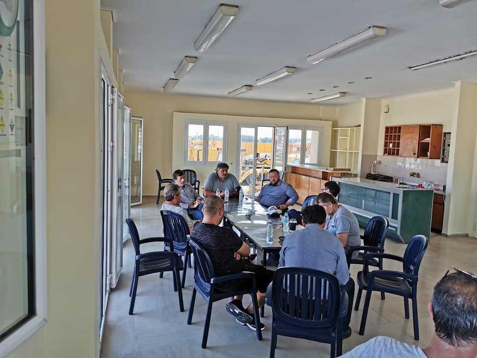 Με μια πρωινή επίσκεψη στους λιμενεργάτες της Πρέβεζας ξεκίνησε η χθεσινή μέρα του Σπύρου Κυριάκη!